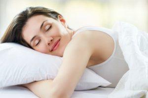 骨盤のゆがむ原因、うつ伏せで寝る癖