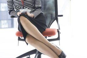 骨盤の歪みの原因・足を組む癖