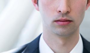 青髭の目立つ営業マン