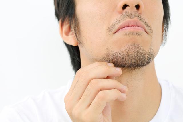 髭を抜くことは髭を濃くする