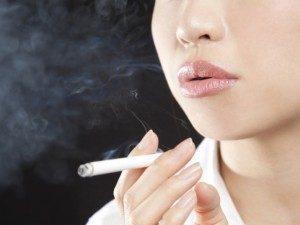 喫煙女性は髭が濃くなります