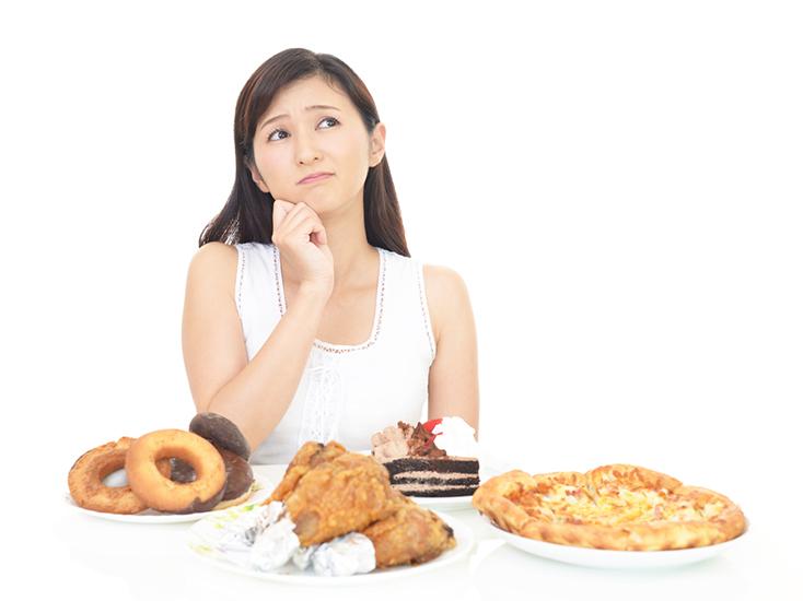 女性は生理前にはストレスで食べ過ぎてしまい太りやすくなる